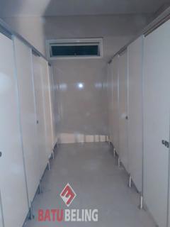 7 Unit Cubicle Toilet Phenolic Resin di SMA Muhammadiyah 10 Gresik Tahap Ke-2