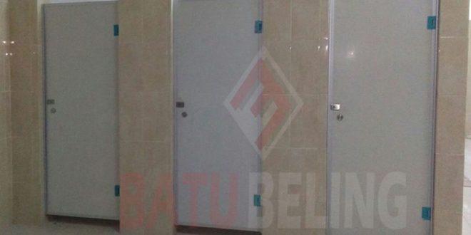 Pemasangan Pintu Kamar Mandi Phenolic