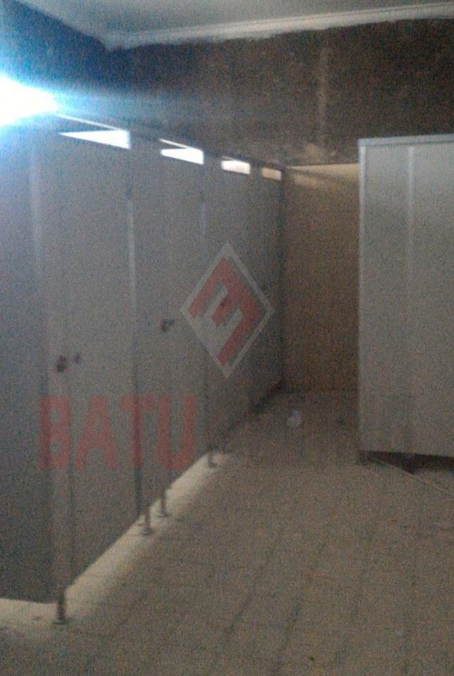 Aplikasi Cubicle Toilet di Lokasi Penghubung AAU Yogyakarta